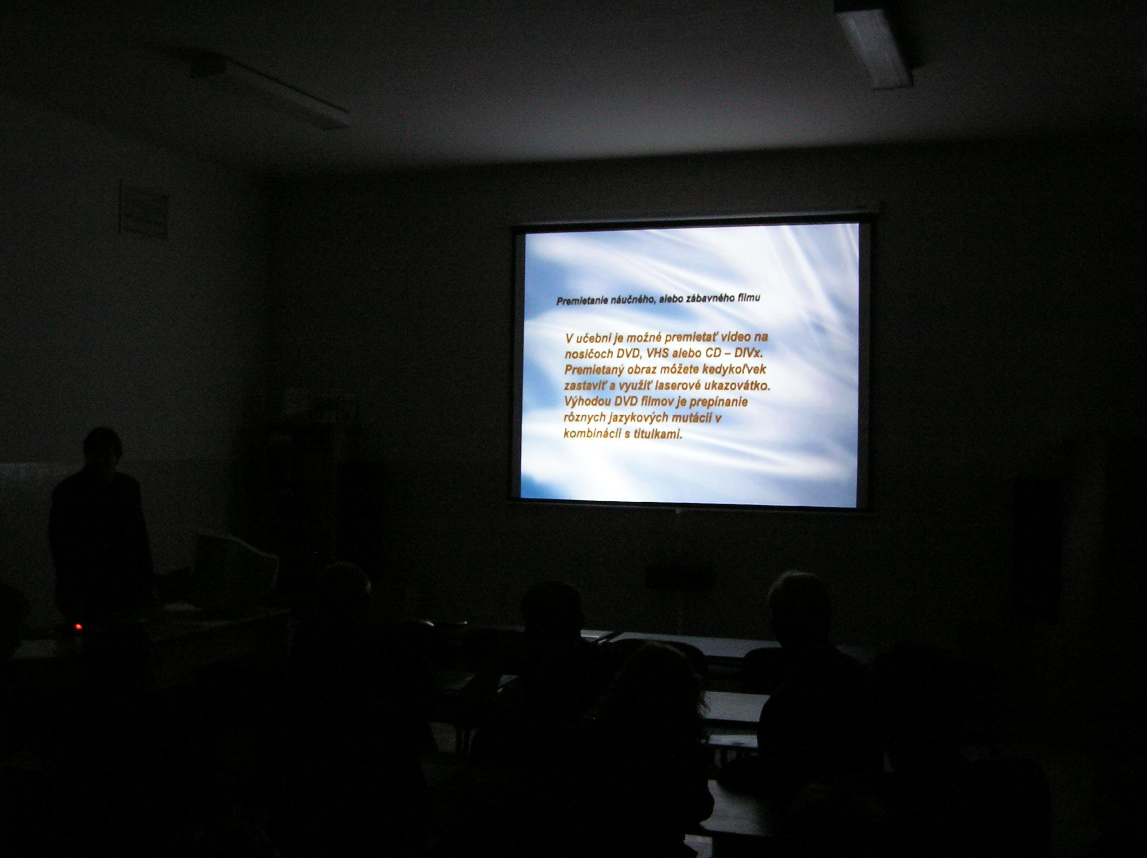 Otvorenie multimediálnej učebne s projektorom