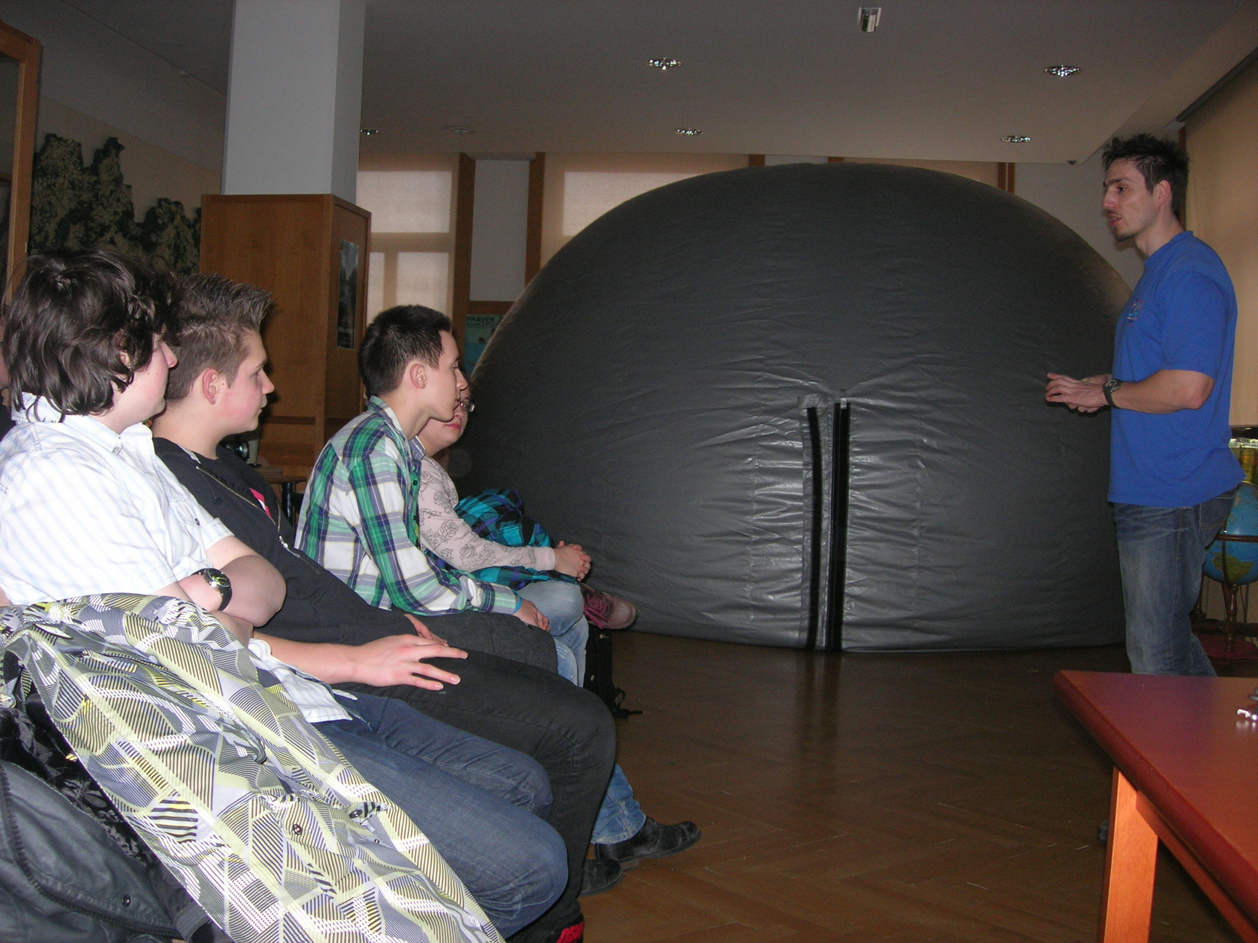 Deviataci v miniplanetáriu