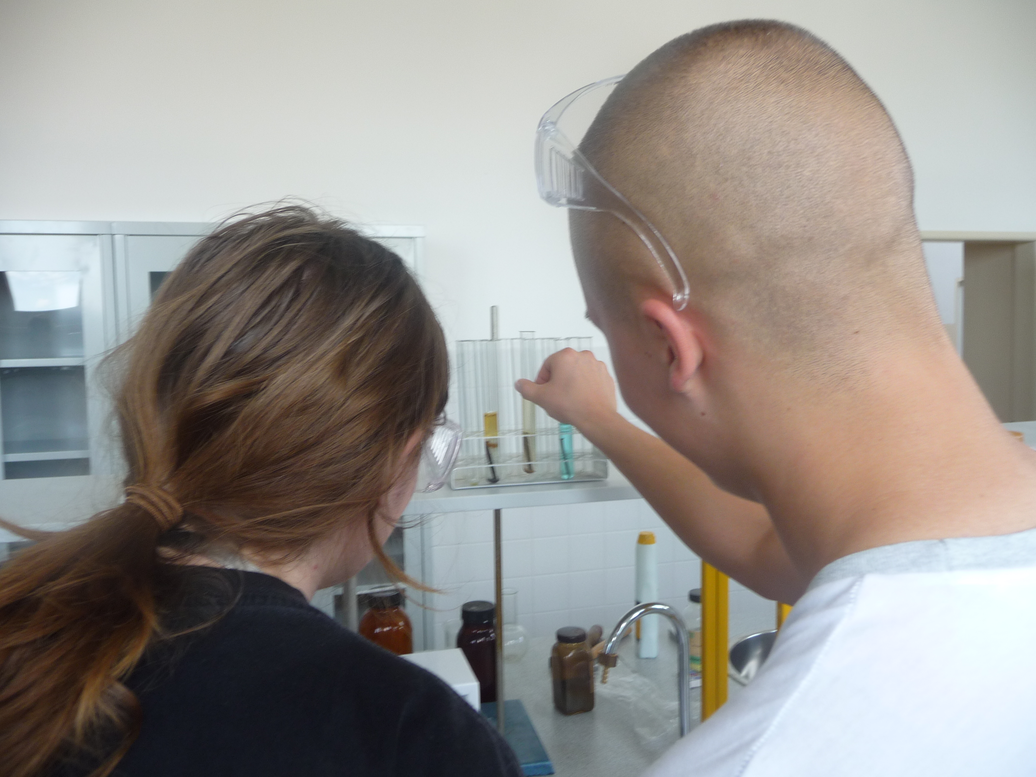 Práca v chemickom laboratóriu