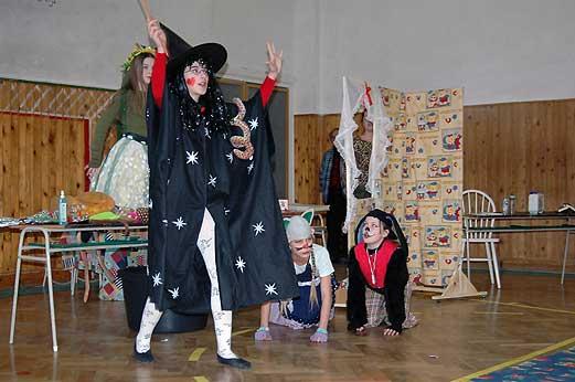 Divadelné predstavenie nášho literárno-dramatického krúžku