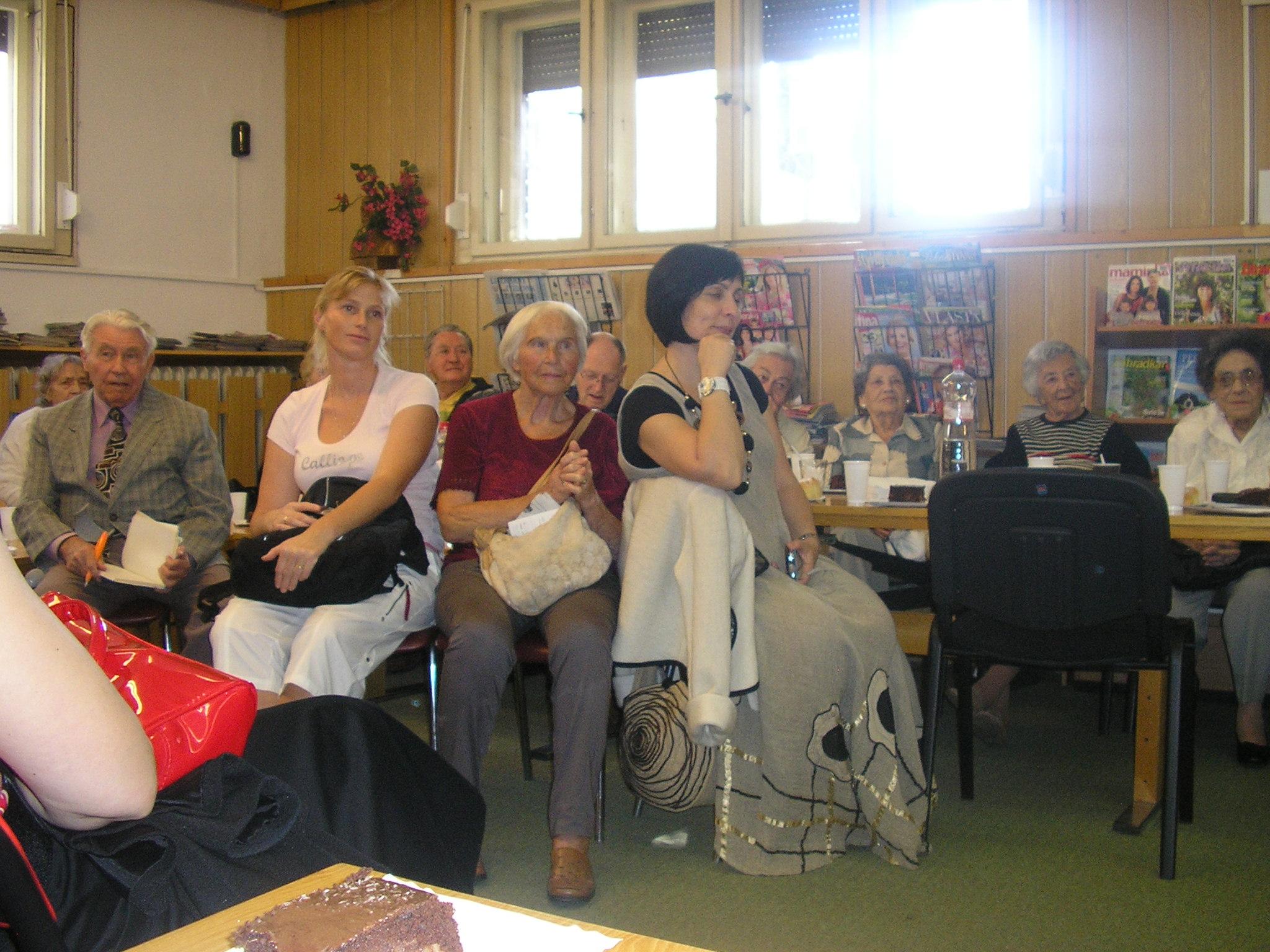 Október - mesiac úcty k starším - Uctime si našich starkých
