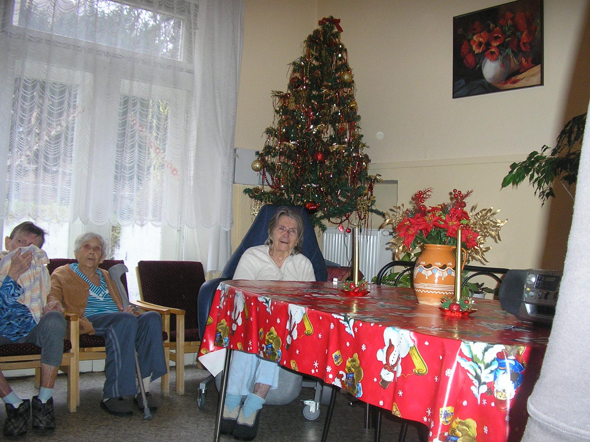 Vianočný pozdrav v Domove dôchodcov - Uctime si našich starkých