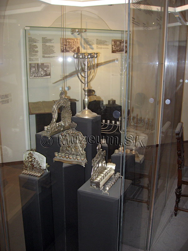 Žiaci 2. stupňa absolvovali sériu exkurzií v Múzeu židovskej kultúry - Poučme sa z minulosti