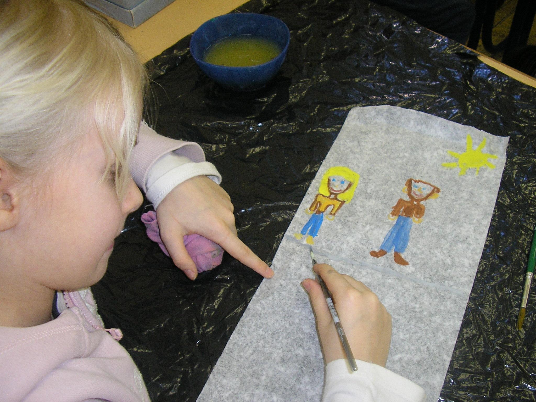 """Maľovanie na tému  """"Ako sa hrám vo voľnom čase"""""""