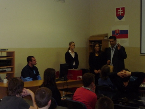 Návšteva cyperského veľvyslanca v našej škole - projekt Svet v Bratislave