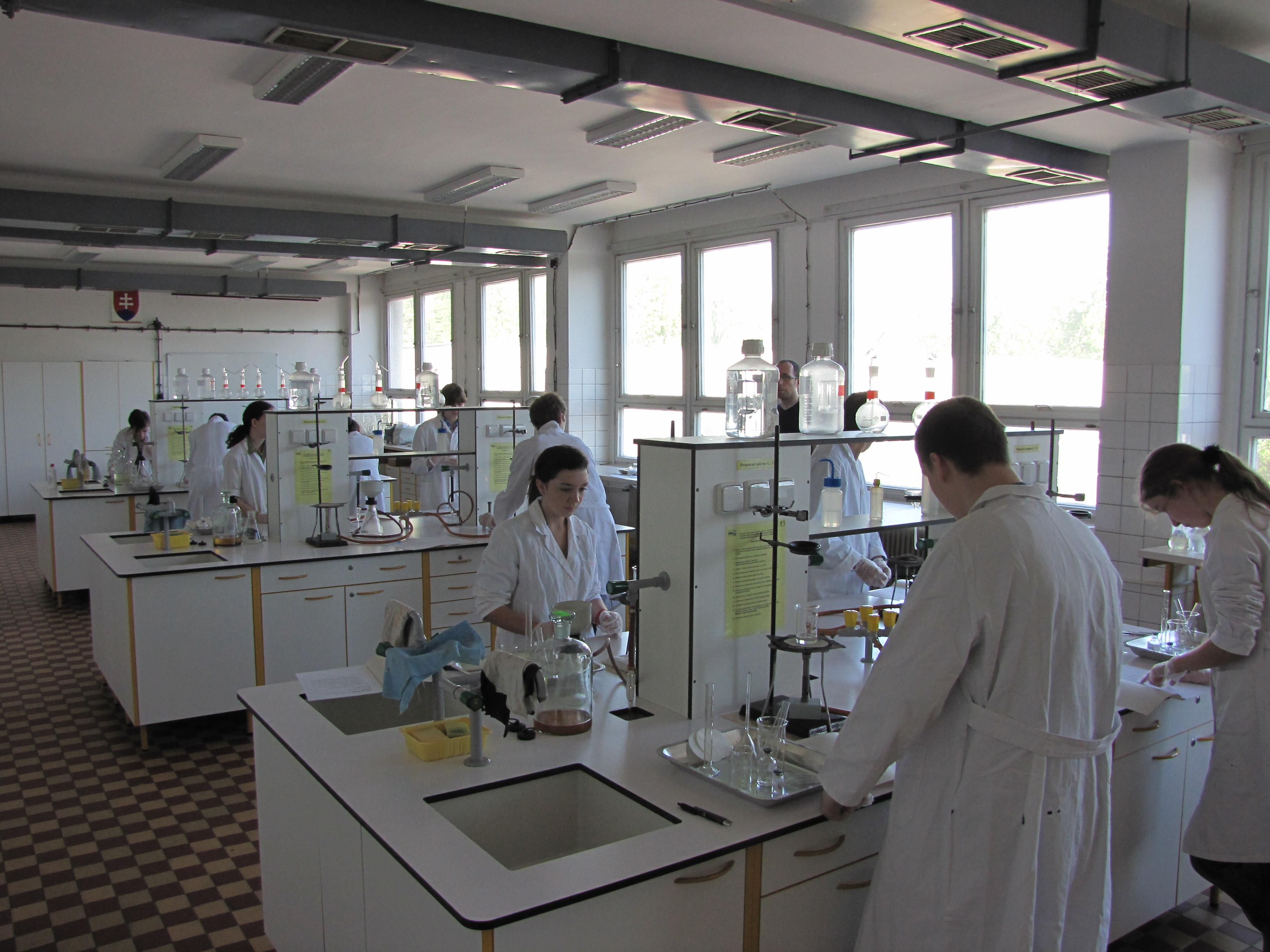 Chemická olympiáda - siedmak obstál v konkurencii ôsmakov a deviatakov