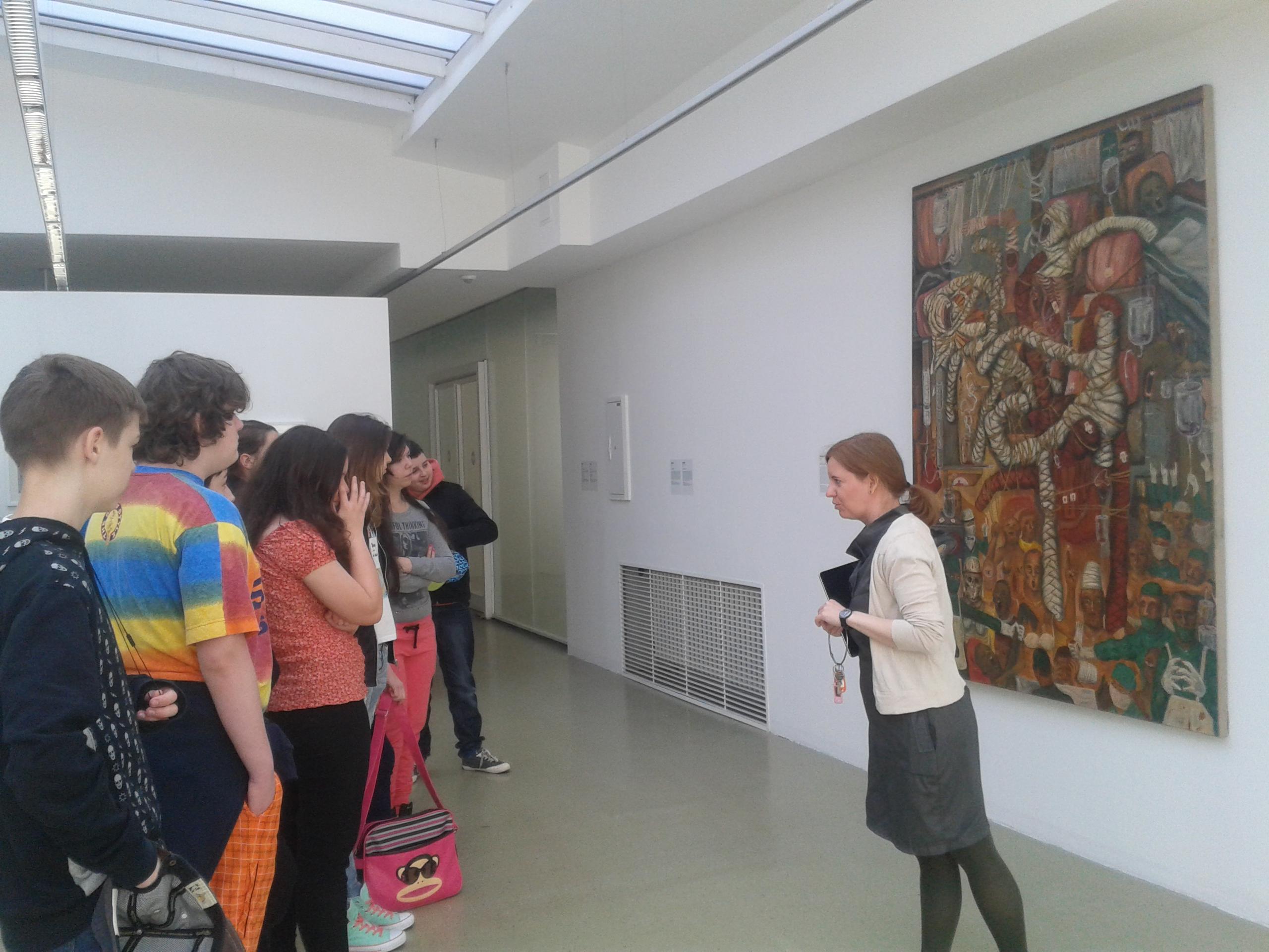 Návšteva výstavy UMENIE NA HLAVE